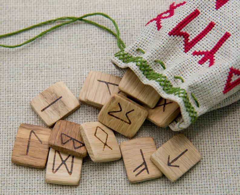 ¿Sabes qué son las runas y para qué sirven?  shutterstock-268770536.jpg