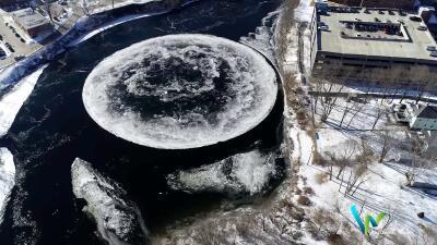 """""""Es como la Tierra vista desde el espacio"""": el enorme disco de hielo que se formó en un río de Maine (fotos)"""