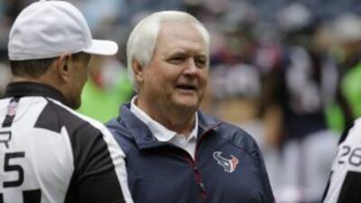 Wade Phillips no tiene trabajo actualmente (AP-NFL).