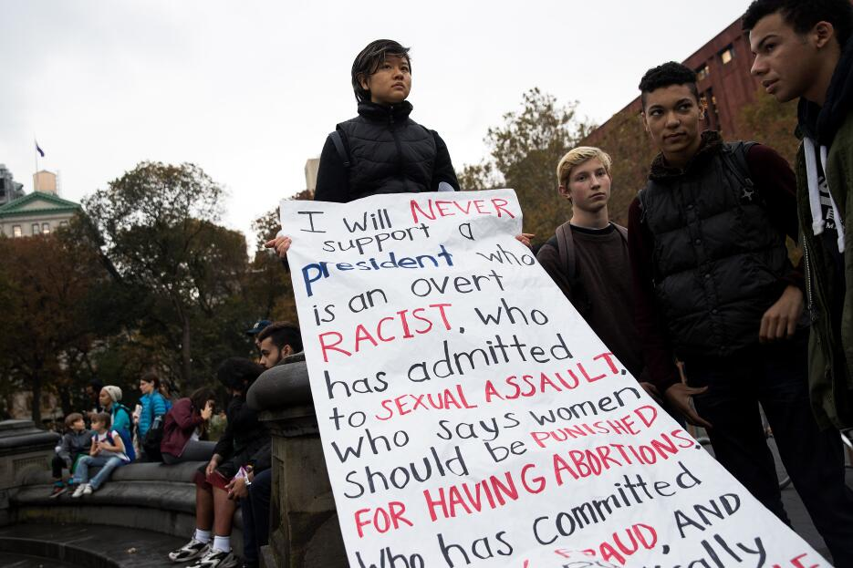 El miércoles, en Washington Square, una joven expresó las razones por la...