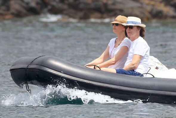 Paul McCartney y su esposa Nancy Shevell sí que saben pasarla bien.  Mir...