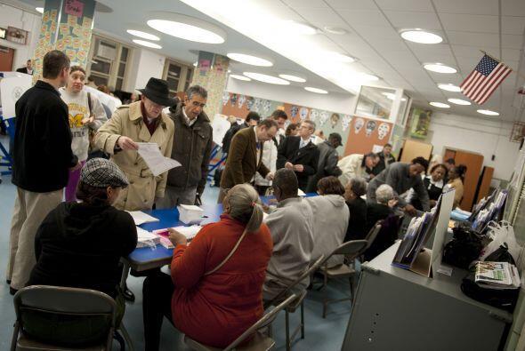 Desde las 6 a.m. los neoyorquinos han acudido a las urnas para elegir a...