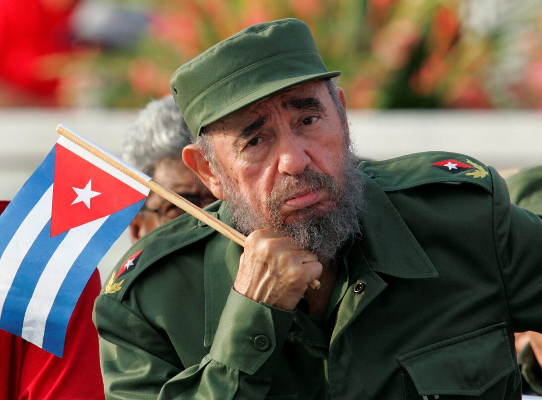 Fidel Castro atiende a la celebración del Primero de Mayo en la Plaza de...