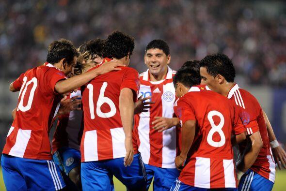 Honrando a su compañero, el equipo paraguayo venció 2-0 a Costa Rica en...