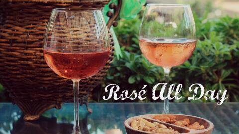 El vino rosado es la bebida más trendy del verano.
