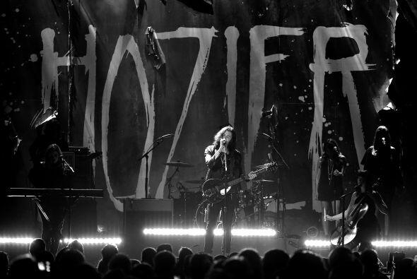 Hozier interpretó el tema titulado 'Take Me To The Church'.