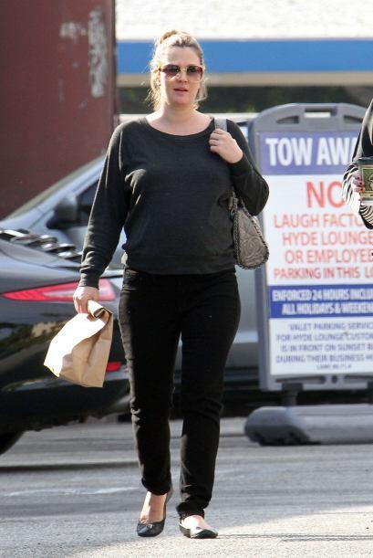 ¡La que otra vez volvió a las andadas fue Drew Barrymore! La cachamos en...