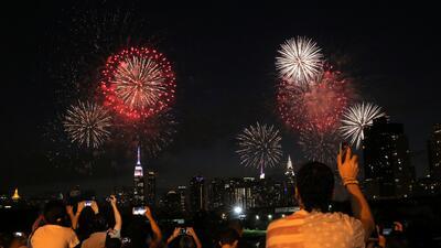 En fotos: Los fuegos del Día de la Independencia llenan de color el cielo de EEUU