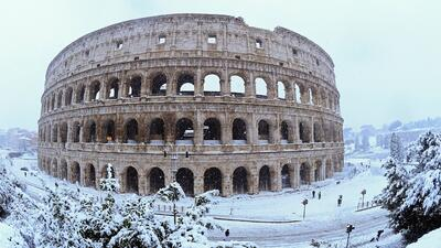 Roma bajo la nieve: La antigua ciudad recibe su primera nevada en seis años (fotos)