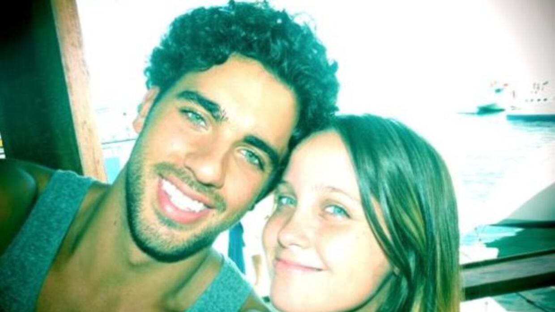 El actor tiene una relación con Natasha Dupeyrón.