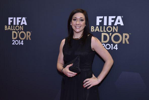 La futbolista alemana del Wolfsburgo Nadine Kessler lució muy elegante e...