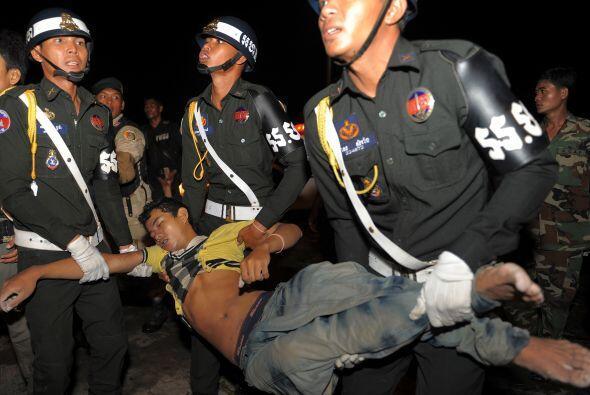 La policía y los cuerpos de rescate no eran suficientes para auxiliar a...