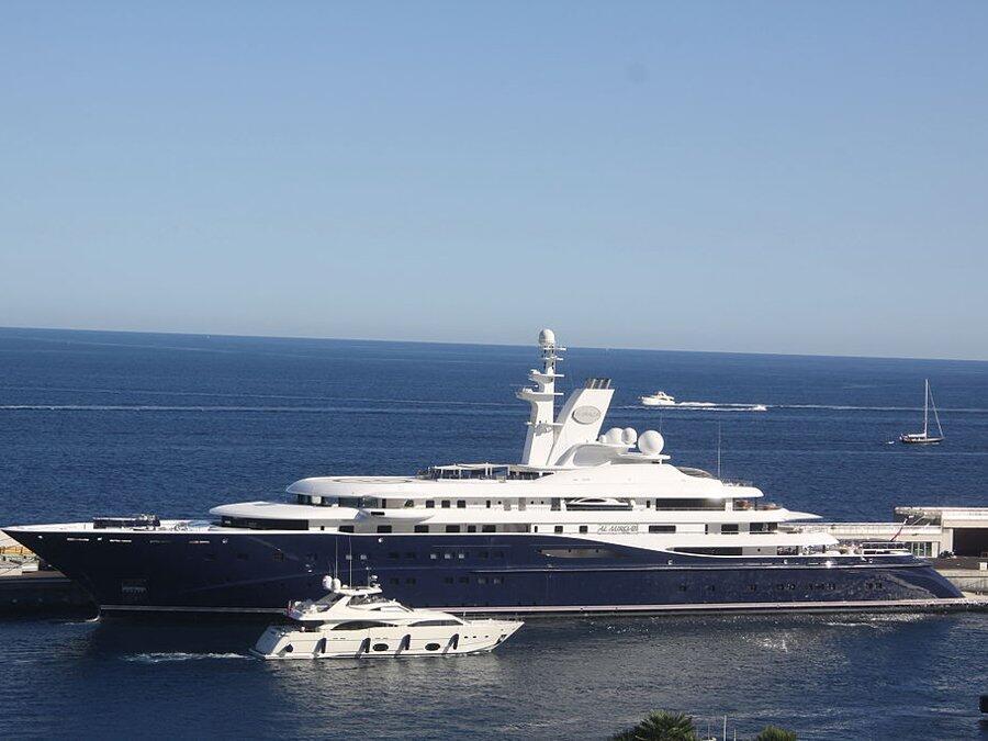 Puesto 11: El Emir de Qatar tiene una amplia flota, de la cual tambien e...