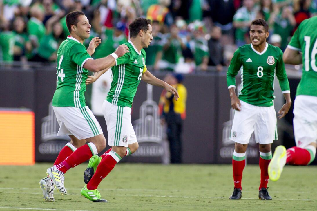 Noche histórica de 'Chicharito' no evitó la derrota de México 20170527_7...