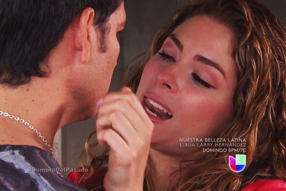Valeria puede reirse de su amor, pero eso no la va a salvar de terminar...
