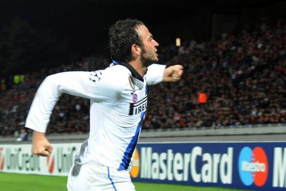 Giampaolo Pazzini anotó al minuto 21 y desató la felicidad del Inter.