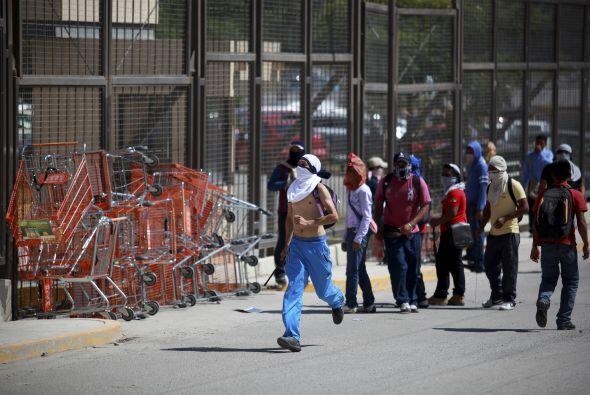 Los maestros y los estudiantes de Ayotzinapa usaban paliacates para ocul...