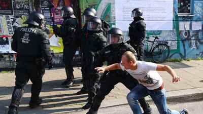En fotos: 44 manifestantes detenidos y 111 agentes heridos en las protestas contra la cumbre del G-20