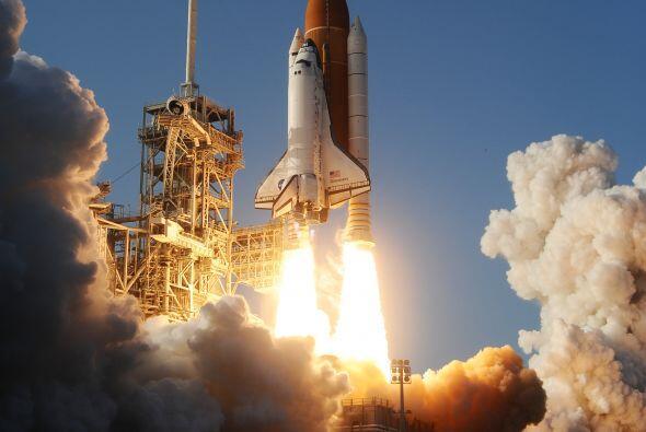 También fue el primer transbordador espacial que capturó un satélite par...