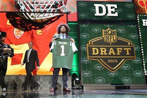 La foto del recuerdo ya con el jersey de los Jets (AP-NFL).