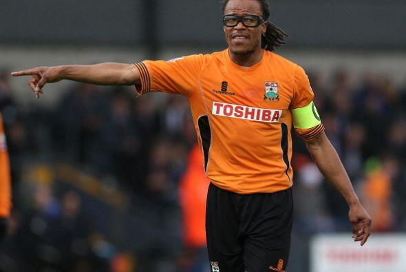En 2012, el holandés Edgar Davids fue fichado como técnico y jugador por...