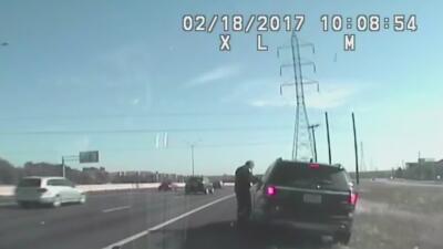 Pararon y no multaron a un policía de Austin aunque iba a exceso de velocidad