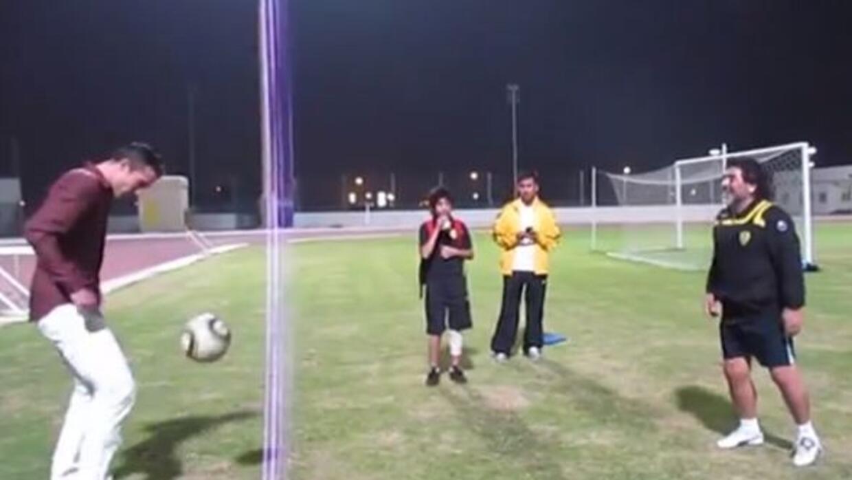 Van Persie y Maradona juegan en Dubai.