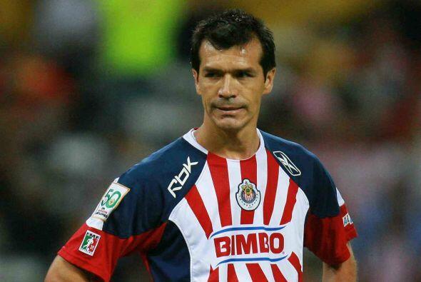 Dos años después Borgetti se pondría la playera de las Chivas intentando...