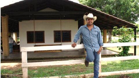 Julión Álvarez posa para una foto en el rancho Santa Rosa,...
