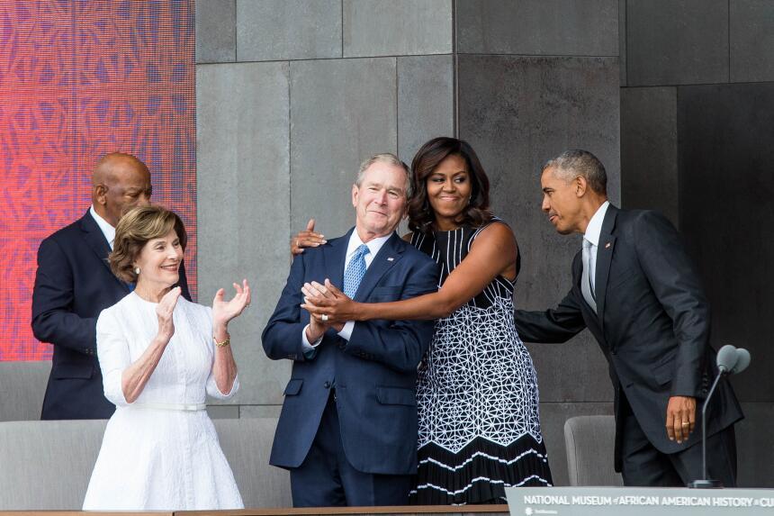George W. Bush habla de su gran amiga... Michelle Obama GettyImages-6101...