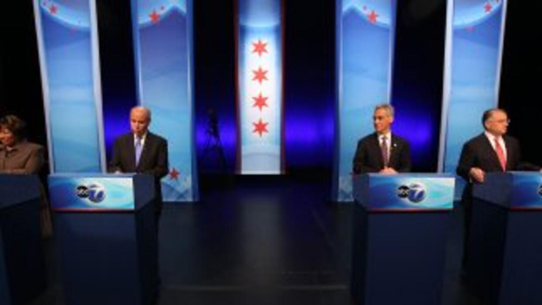 Los aspirantes a la alcaldía de Chicago se enfrentaron para discutir sus...