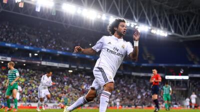 El lateral brasileño extendió su contrato con los merengues.