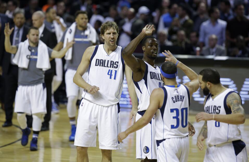 Brad Stevens y Mike D'Antoni nombrados entrenadores del mes de la NBA  a...