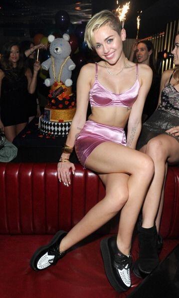 Miley, en su búsqueda de un nuevo 'look', seguramente hojeó infinidad de...