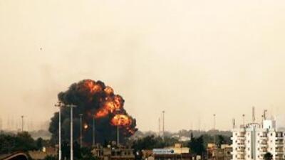 Un avión de combate en manos de los rebeldes fue derribado por las fuerz...