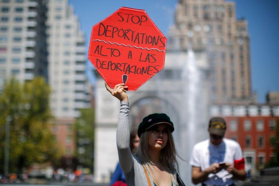 """Las pancartas de """"Alto a las deportaciones"""" no podían faltar e..."""