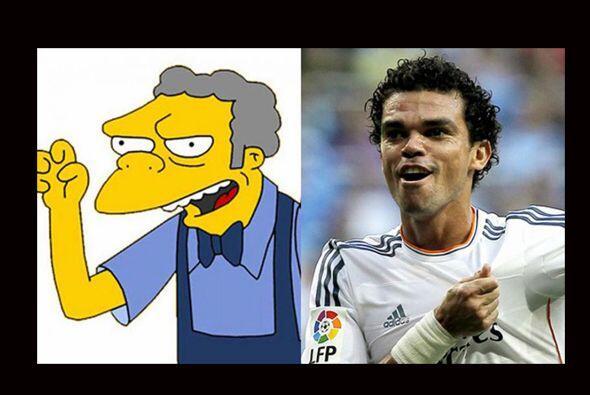Pepe solo tendría que ponerse un poco de talco en cabello y un mandil de...