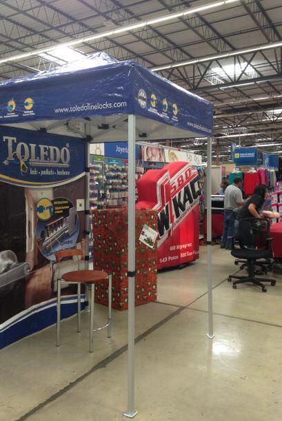 Cerraduras Toledo en Walmart de Caguas. Varias personas donaron juguetes...