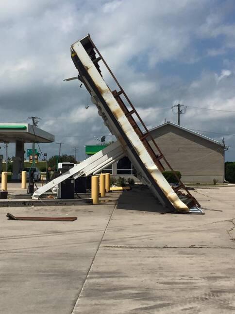 Imágenes del paso del tornado por Pontiac, Illinois.