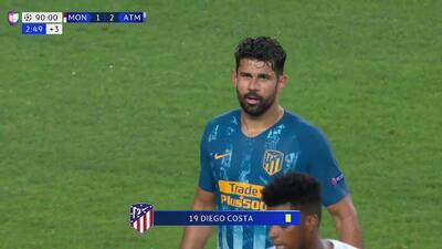 Tarjeta amarilla. El árbitro amonesta a Diego Costa de Atlético de Madrid
