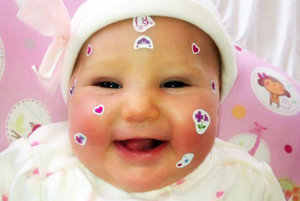 Y aquí tenemos a otra bebé estrella. Alexa, la hija de Geraldine Bazán,...
