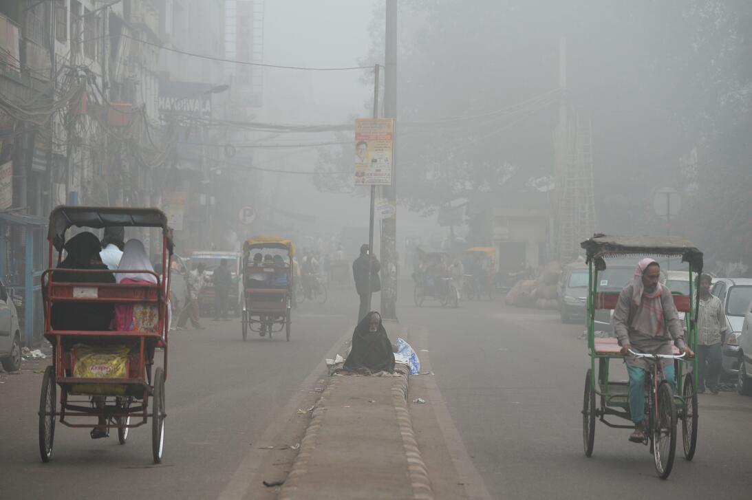 La contaminación del aire asfixia a Nueva Delhi  6gettyimages-871511798.jpg