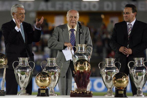 Como entrenador se proclamó campeón de liga  con el Valencia, con el Rea...