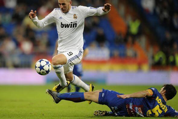 Ante el Levante, el francés Karim Benzema estuvo en el once titular de l...