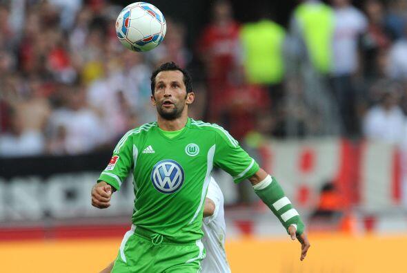 También se encuentra el jugador del Wolfsburgo, Hasan Salihamidzic.