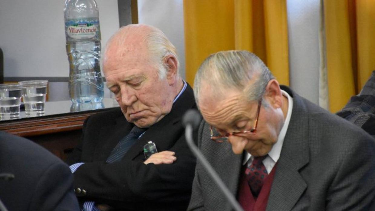 Dos de los cuatro exjueces argentinos sentenciados a cadena perpetua por...