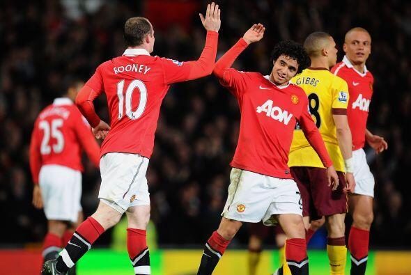 Más festejos del 'Man-U' y el saludo entre los jugadores. Un dato import...