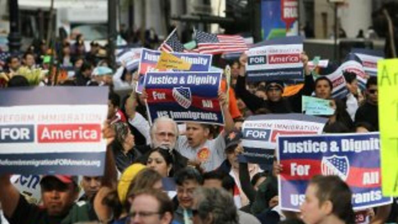 Once millones de inmigrantes indocumentados aguardan una oportunidad de...
