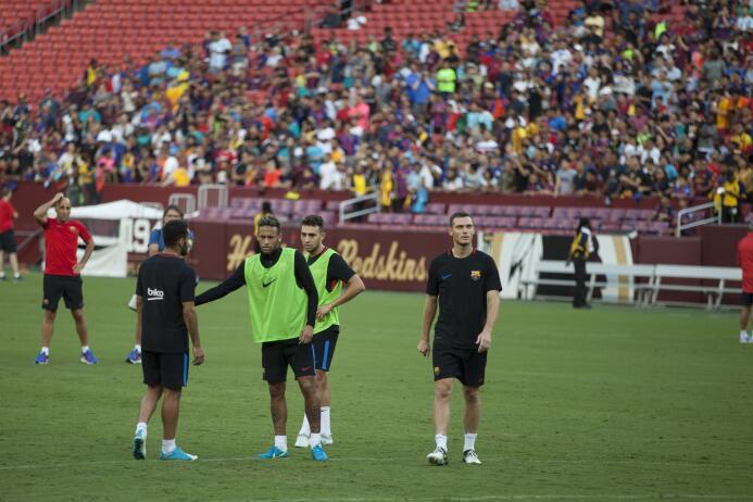 Los últimos momentos de Neymar como jugador de Barcelona 636366549660561...