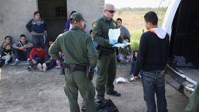 Cantidad de indocumentados detenidos por la patrulla fronteriza de EEUU...